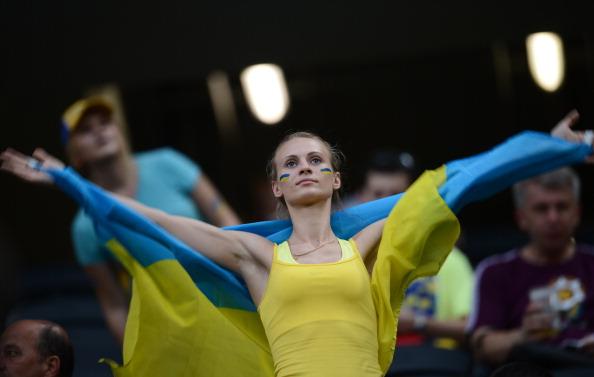 Вболівальниця збірної України з футболу на матчі Україна — Франція 15 червня 2012 року на Донбас Арені в Донецьку. Фото: FRANCK FIFE/AFP/GettyImages