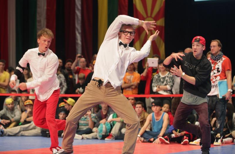 Бохум, Германия, 6 октября. В городе открылся 5-дневный Всемирный танцевальный чемпионат в стилях «хип-хоп», «брейк-данс» и «электрик буги», на который съехались около 4 тыс. участников из 35 стран. Фото: Juergen Schwarz/Getty Images
