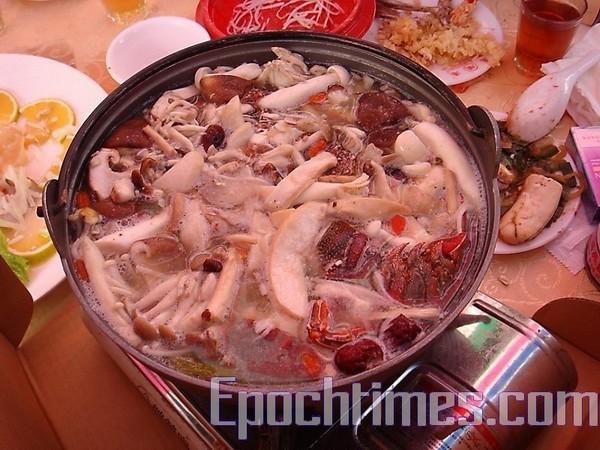 Поживний суп з омарами
