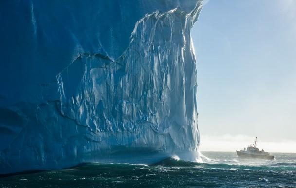 Візит до айсберга. Острів Південна Георгія. Фото: Eric Lew/travel.nationalgeographic.com