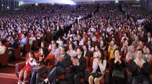 9 марта нью-йоркская труппа «Шень Юнь» выступила с концертом в г.Тайчжун (Тайвань). Зал, в котором проходил концерт, был до отказа заполнен зрителями. Фото: Лянь Чженли/The Epoch Times
