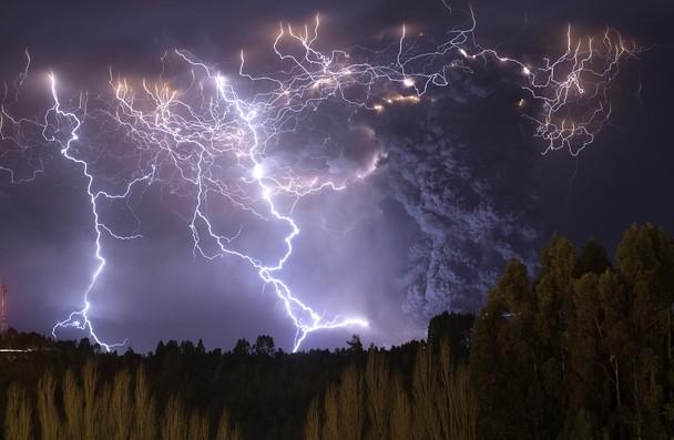 Извержение вулкана Пуйеуэ, июнь 2011 г., Чили. Фото: Francisco Negroni/travel.nationalgeographic.com