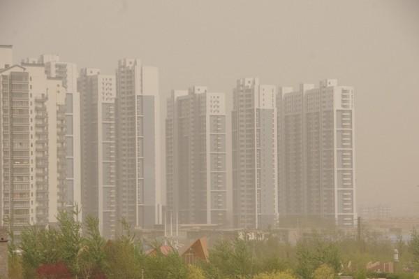 Песчаная буря в городе Хух-Хото района Внутренняя Монголия. Апрель 2011 год. Фото с epochtimes.com