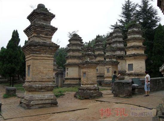 Лес пагод монастыря Шаолинь (Талинь). Фото: boxun.com