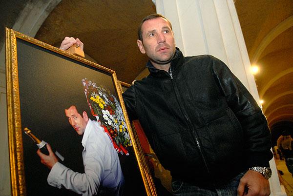 Боксер Владимир Вирчис на открытии фотовыставки «100 признаний в любви» в Киеве 5 марта 2010 года. Фото: Владимир Бородин/The Epoch Times