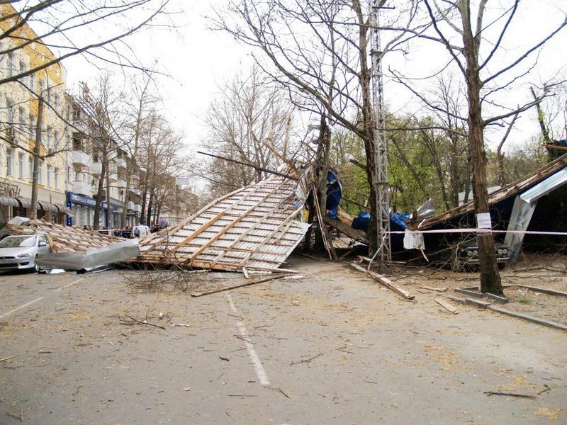 У Криму лютує ураганний вітер. Фото: crimea.mns.gov.ua