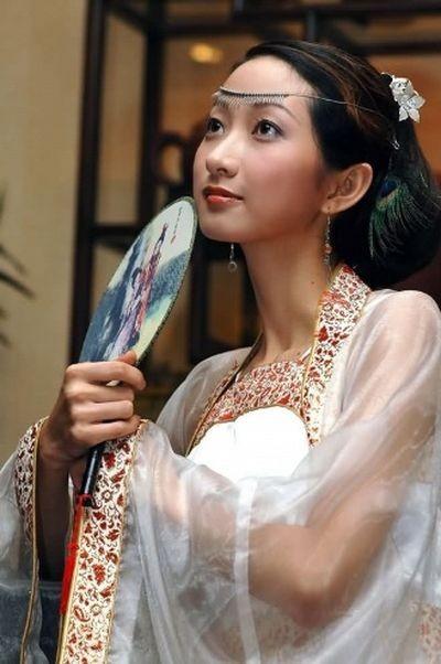 Женская одежда периода династии Хань. Фото с secretchina.com
