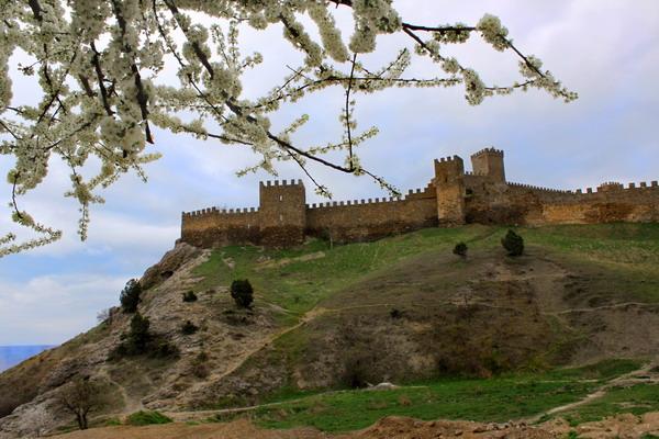 Генуезька фортеця. Вид з берега. Фото: Ірина Рудська/Велика Епоха