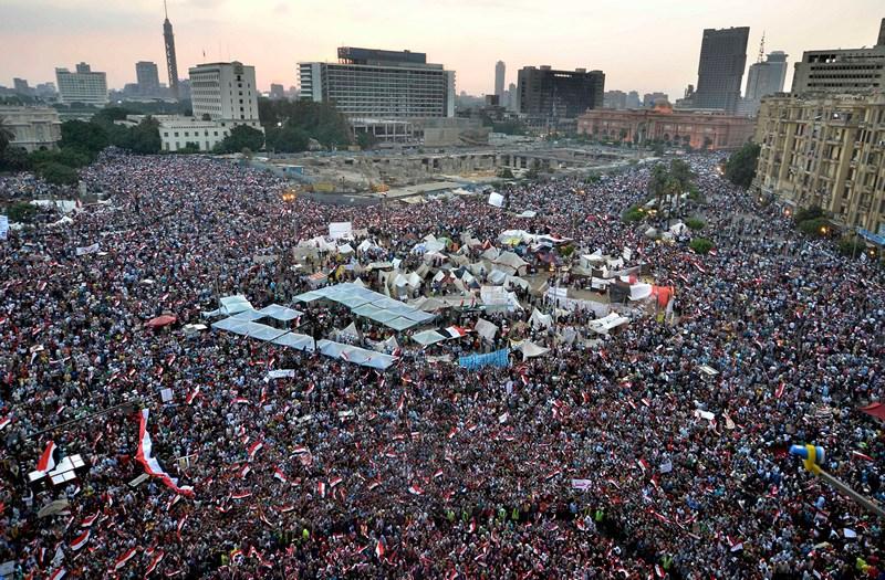 Каир, Египет, 1 июля. Тысячи демонстрантов вышли на площадь Тахрир с призывом к свержению президента страны Мохаммеда Мурси. Фото: MOHAMED EL-SHAHED/AFP/Getty Images