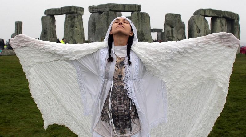 Солсбері, Англія, 21 червня. Нові друїди зустріли літнє сонцестояння біля мегалітів Стоунхенджа. Фото: Matt Cardy/Getty Images