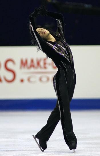 Дайсуке Такахаши (Япония) исполняет короткую программу. Фото: Chung Sung-Jun/Getty Images