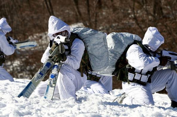 Солдати Південної Кореї провели щорічні зимові навчання. Фото: Jeon Heon-Kyun-pool/Getty Image
