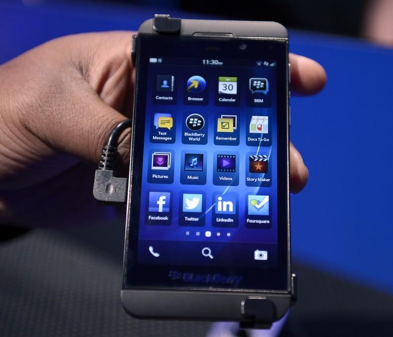 Нью-Йорк, США, 30 января. Компания BlackBerry представила смартфоны Z10 и Q10, работающие на новой операционной системе BB10 (на фото). Фото: TIMOTHY A. CLARY/AFP/Getty Images