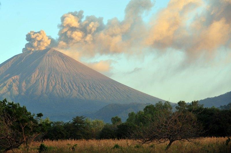 Манагуа, Нікарагуа, 26грудня. У Кордильєрах знову прокинувся вулкан Сан-Крістобаль. Фото: Гектор RETAMAL/AFP/Getty Images