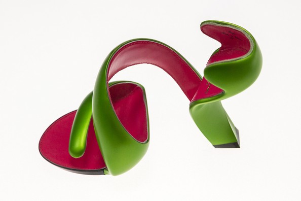 У Німеччині показують незвичайне взуття на виставці «Круто! Експериментальний дизайн взуття» («Starker Auftritt. Experimentelles Schuhdesign»). Фото: Joern Haufe/Getty Images