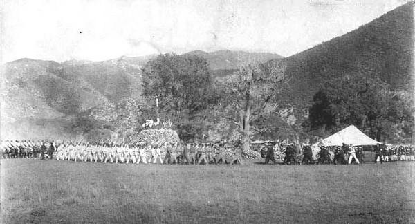 Военные на осмотре войск. Фото: William Purdom