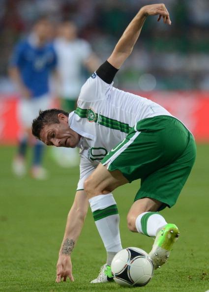 Ірландець Роббі Кін намагається обробити м'яч в матчі Італія — Iрландія 18червня, Польща. Фото: FRANCISCO LEONG/AFP/Getty Images