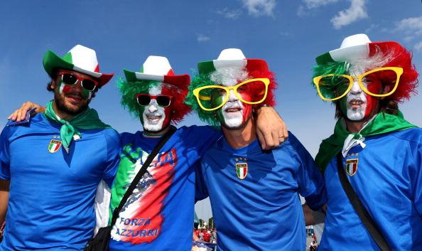 Гданьск, Польша — 10 июня: итальянские болельщики на матче между Испанией и Италией. Фото: Michael Steele/Getty Images