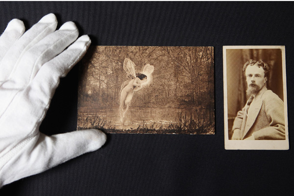 Картины Аткинсона Гримшоу представят на выставке в галерее Guildhall. Фото: Oli Scarff / Getty Images