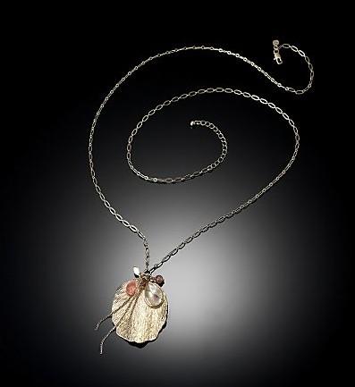Бусы и серьги из океанической раковины. фото с epochtimes.com