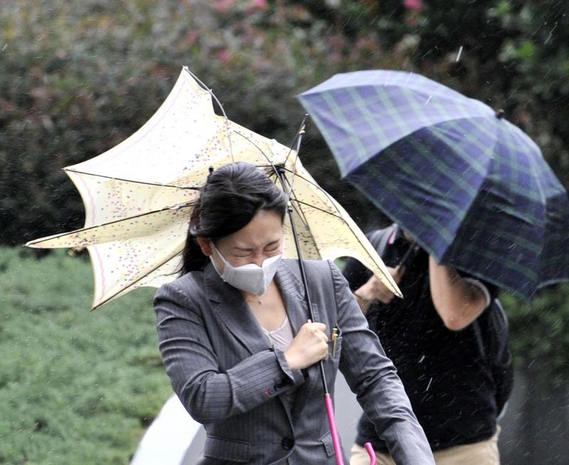 На центральну частину Японії обрушився тайфун Роке. Токіо, Японія, 21 вересня 2011 р. Фото: Getty Images