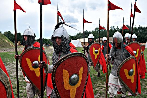 Рыцари на фестивале «Былины древнего Киева» в парке Киевская Русь 28 августа 2010 года. Фото: Владимир Бородин/The Epoch Times