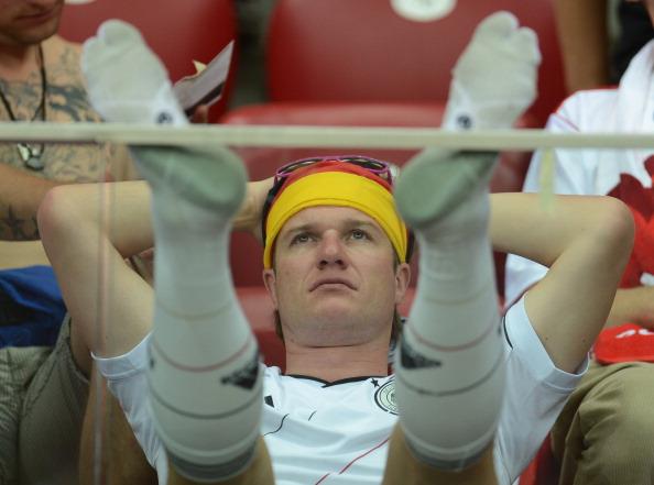 Шанувальник збірної Німеччини після поразки своєї збірної 28червня 2012,Національний стадіон у Варшаві. Італія перемогла з рахунком 2:1. Фото: PATRICK STOLLARZ/AFP/Getty Images