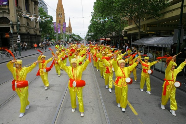 Колонна китайских барабанщиков. Мельбурн, Австралия. 3 декабря 2009 г. Фото: Чен Мин/The Epoch Times