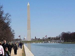 Молл, Зеркальный пруд и в далекаке - Мемориал Вашингтону. Фото: Энни Пилзберри/The Epoch Times