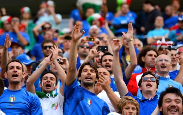 Сектор італійських вболівальників під час матчу між Іспанією та Італією 10 червня 2012 року у Гданську, Польща. Фото: Shaun Botterill/Getty Images