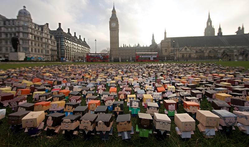 Лондон, Великобританія, 4 березня. Тисячі мініатюрних картонних коробок встановлено біля будівлі парламенту. Дрібні фермери вимагають звернути увагу уряду на їхні проблеми. Фото: ANDREW COWIE/AFP/Getty Images