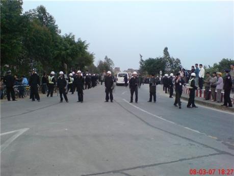 Для восстановления порядка было направлено около тысячи милиционеров. Фото с epochtimes.com