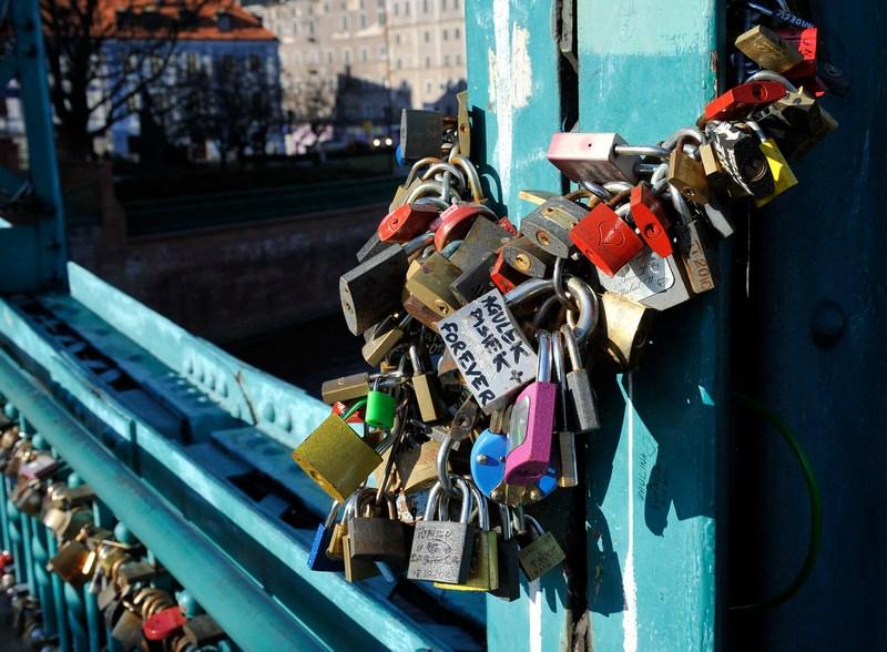 Замочки любові на Тумському мосту Вроцлава. Фото: Claudio Villa/Getty Images