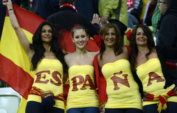 Испанские болельщицы на матче Испании против Ирландии 14 июня 2012 года, Арена Гданьск. Фото: PIERRE-PHILIPPE MARCOU/AFP/Getty Images