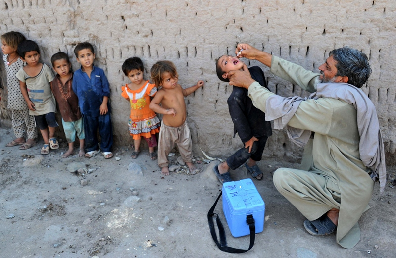 Джалалабад, Афганістан, 1 липня. У країні почалася кампанія вакцинації дітей проти поліомієліту. Фото: Noorullah Shirzada/AFP/Getty Images