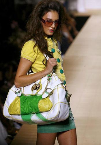 Коллекция от Baby Phat на Неделе моды Mercedes-Benz Fashion Week. Фото: Bryan Bedder/Getty Images