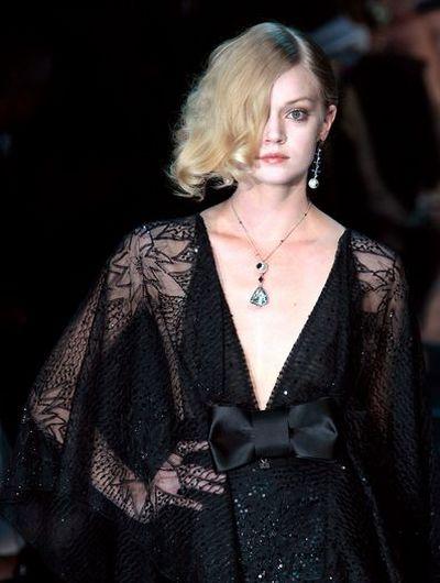 Коллекция от Giorgio Armani на неделя Высокой Моды в Париже. Фото: АFP.