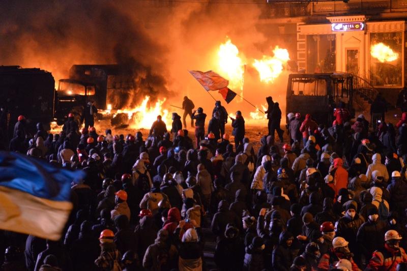 Зіткнення між силовиками та протестувальниками біля стадіону «Динамо», 19 січня 2014 р. Фото: Велика Епоха