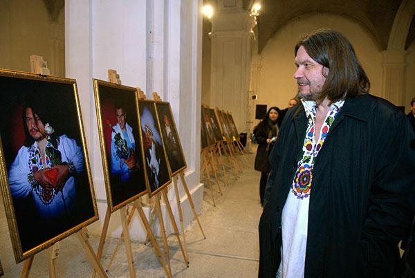 Александр Бригинец на открытии фотовыставки «100 признаний в любви» в Киеве 5 марта 2010 года. Фото: Владимир Бородин/The Epoch Times