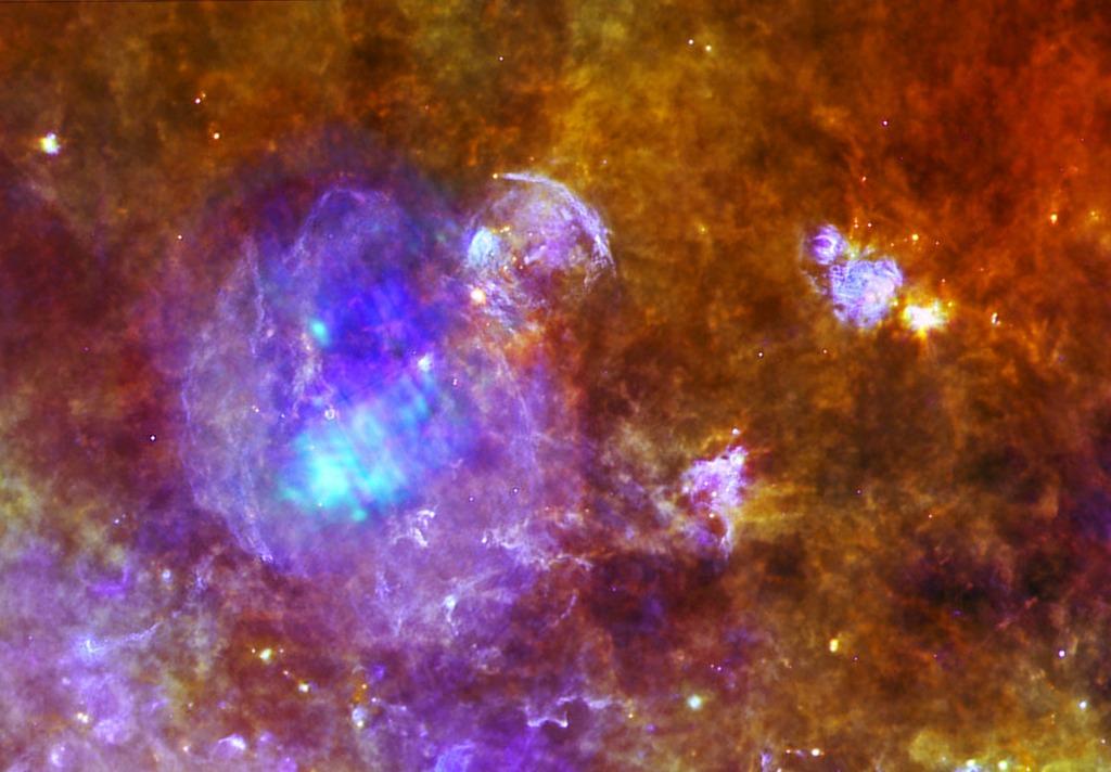 Окрашенная фиолетовым цветом область слева — остатки сверхновой звезды W44. Размер остатков в поперечнике составляет около 100 световых лет. Фото: spaceinimages.esa.int