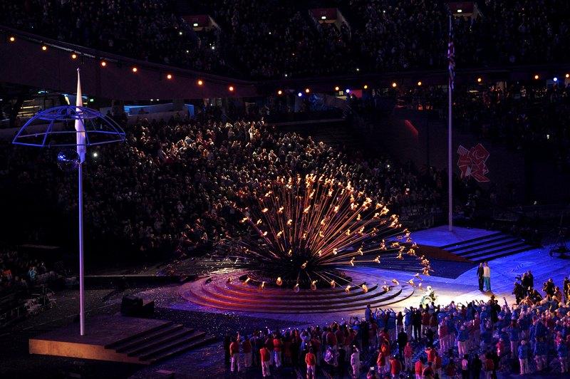 Лондон, Англія, 29 серпня. Маргарет Моган запалює факел на церемонії відкриття Параолімпійських ігор 2012. Фото: Dennis Grombkowski/Getty Images