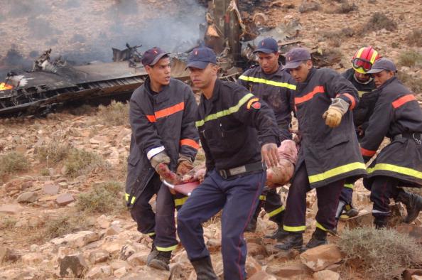 На месте крушения спасателям удалось найти двоих человек в тяжелом состоянии, которых доставили в больницу. Сейчас источник из больницы сообщил AFP, что никто из них не выжил из-за многочисленных травм. Фото: Getty Images