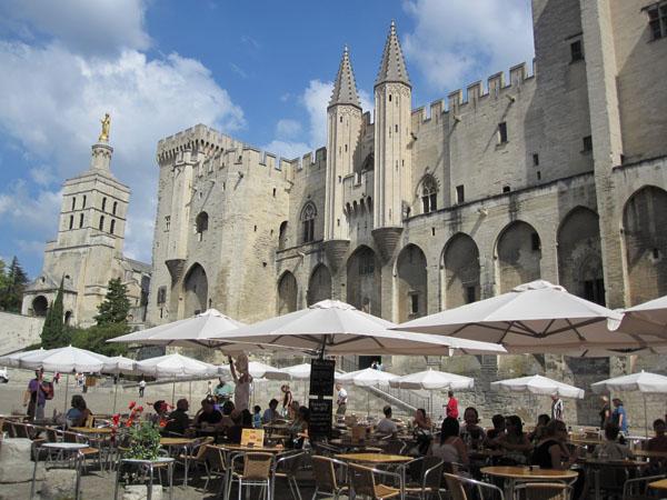 Дворцовая площадь, южная сторона, Avignon, FRANCE. Фото: Ирина Лаврентьева/Великая Эпоха