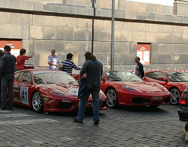 Ferrari на маленькому параді в Празі. Фото: Лора Ларса / Велика Епоха (The Epoch Times)