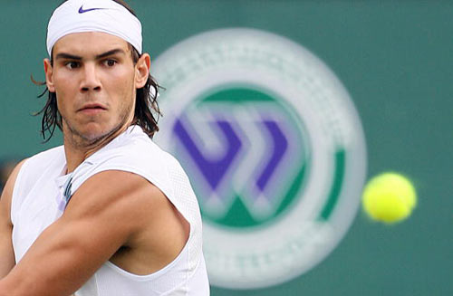 Лондон, Великобритания:  Rafael Nadal из Испании во время Уимблдонского турнира. фото: ADRIAN DENNIS/AFP/Getty Images