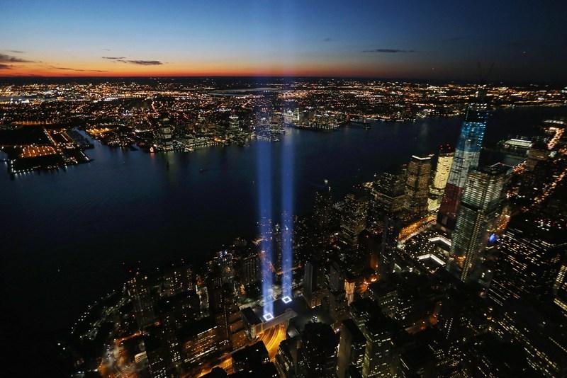 Нью-Йорк, США, 11 вересня. Країна відзначає 11-ту річницю руйнування веж Всесвітнього торгового центру. Фото: Mario Tama/Getty Images