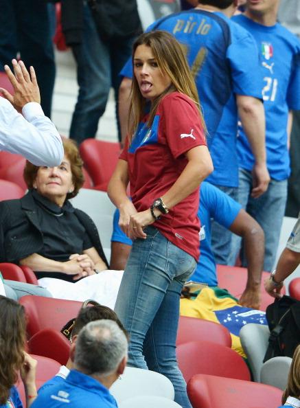 Варшава, Польша — 28июня: жена итальянского футболиста Луиджи Буффона на полуфинальном матче Германия — Италия. Фото: Claudio Villa/Getty Images