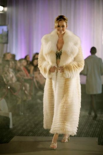 На подиуме –свадебные модели в рамках Фестиваля Моды L'Oreal в Мельбурне, (Австралия), 8 марта 2008 года. (Фото Хибберд Кейн / Getty Images)