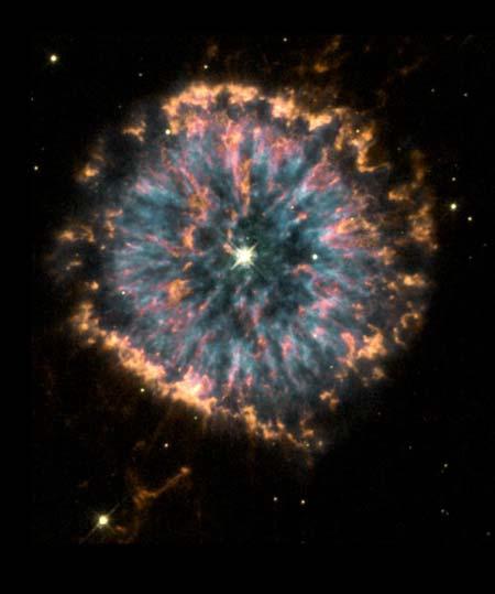 6 апреля 2000 г. Туманность NGC 6751. Фото: NASA, The Hubble Heritage Team (STScI/AURA)