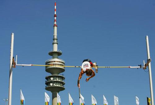 Мюнхен. Германия. Германец Tim Lobinger во время Кубка Европы-2007 по лёгкой атлетике.  Фото: Ian Walton/Getty Images